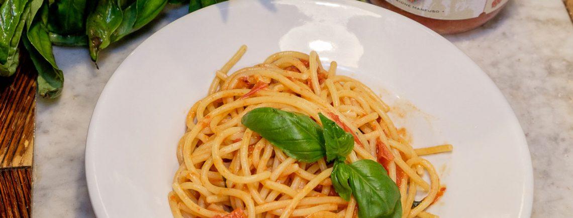Mastro Giorgio spaghettoni Mancini con Pomodorino del Piennolo del Vesuvio DOP