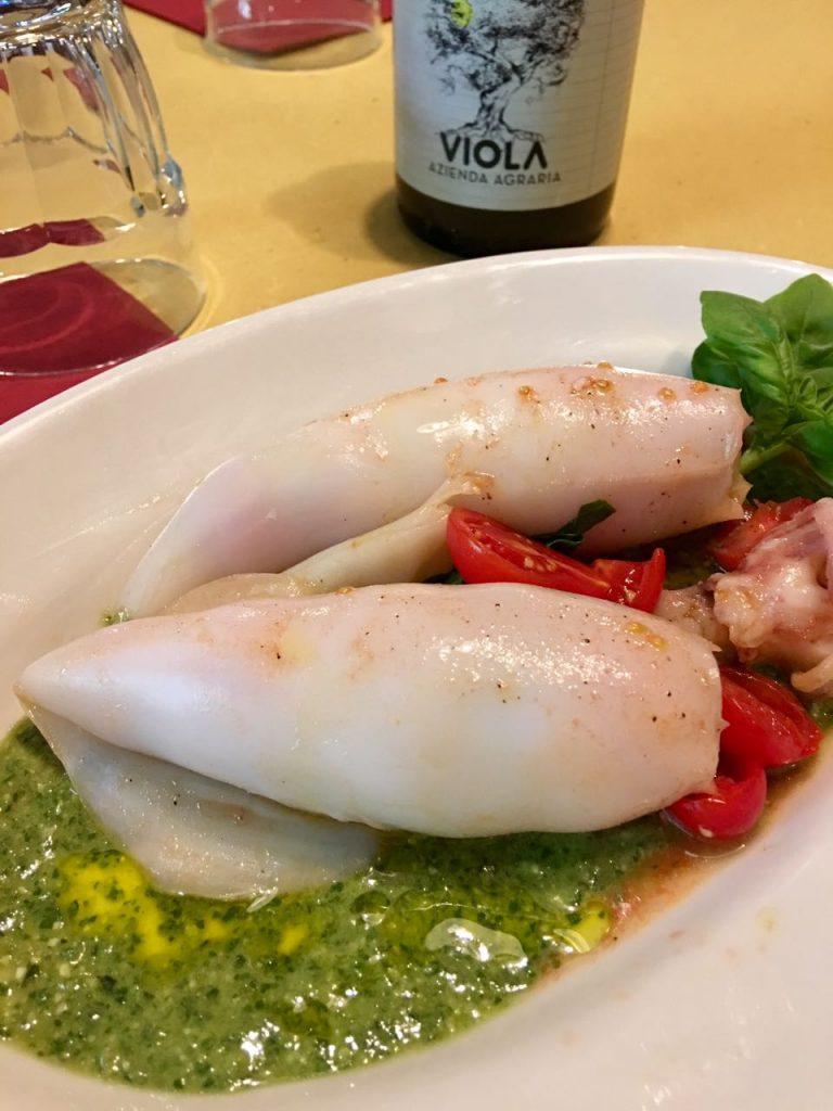 Calamari ripieni di pomodoro datterino e pesto
